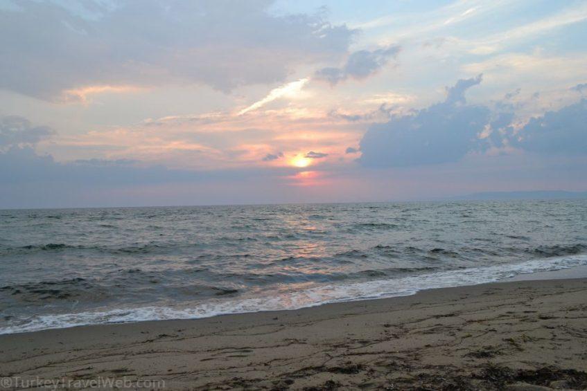 Закат на Эгейском море в мае - температура воды 20 °C