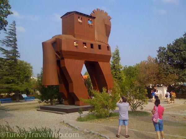 Троянский конь - современный крупноразмерный макет