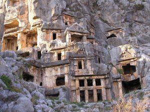 Скальные гробницы в городе Мира