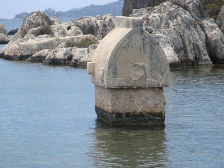 Ликийский саркофаг в затонувшем городе Кекова