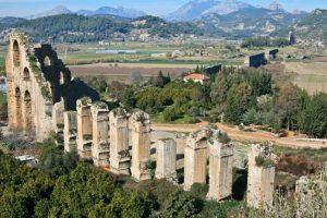 Акведук древнего города Аспендоса